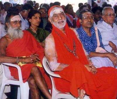 Sadhu Ram at right, Valli Malai Balananda at left