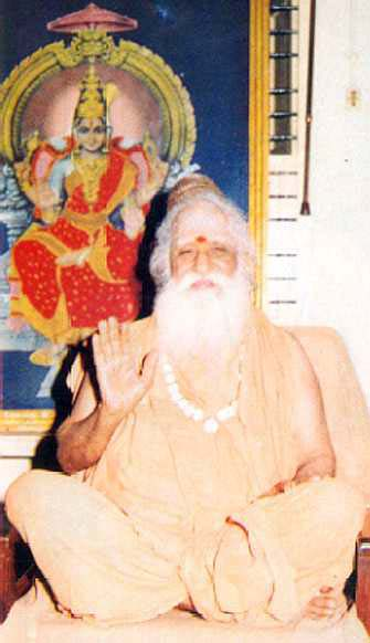 Santananda Swamigal at the feet of Śrī Bhuvaneswari [21k]