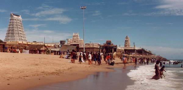 [Tiruchendur Devasthanam and seashore (10 kb)]